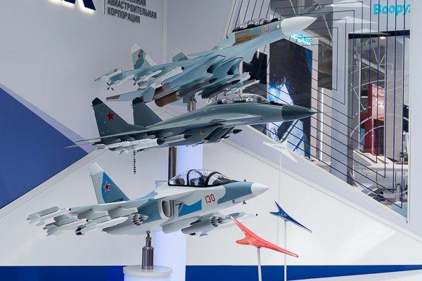 Макеты боевых самолётов Як-130, МиГ-29К и Су-30СМ