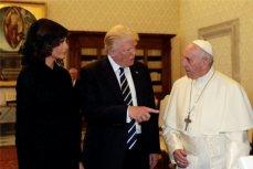 Супруги Трамп на встрече с Папой Римским.
