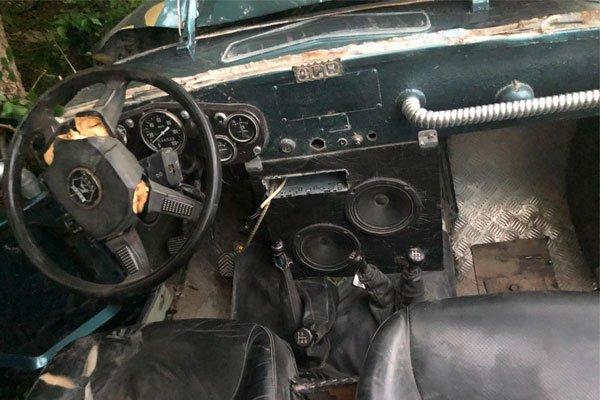 Джип, который перевозил туристов - последствие падения с оврага в Геленджике