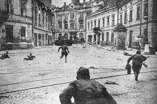 Советские солдаты ведут бои на улицах Львова. 13 июля — 29 августа 1944 года
