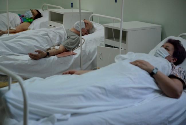 Больничная палата с пациентами