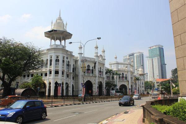 Здание старого вокзала в Куала-Лумпуре. Малайзия.