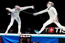 Золотые медали на чемпионате мира по фехтованию в Москве завоевали российские саблисты.