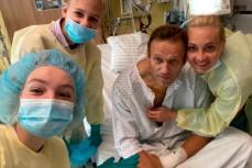 Навальный в больнице после выхода из комы