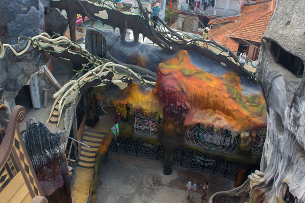 """Сумасшедшая архитектура отеля """"Crazy House"""" в Далате."""