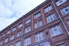 Родители не одобряют реформу питания из-за отравлений в гимназии №642 Петербурга
