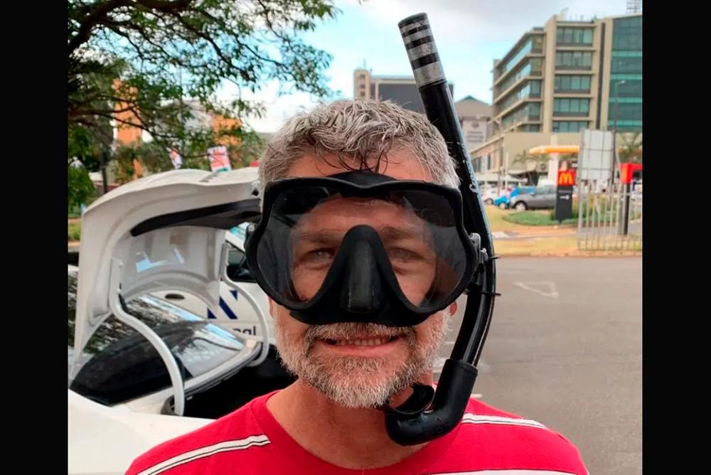 Пастор Конни Хэллоуэлл - любитель подводной охоты
