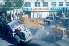 Битва бульдозеров в китайской провинции Хэбэй.