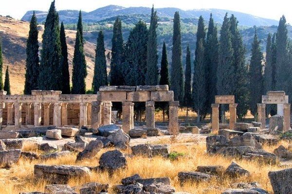Древние руины в городе Иераполь, Турция