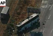Автобус врезался в столб.