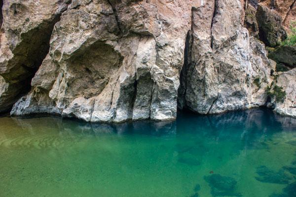 Синяя река. Скалы. Фоннья. Вьетнам.