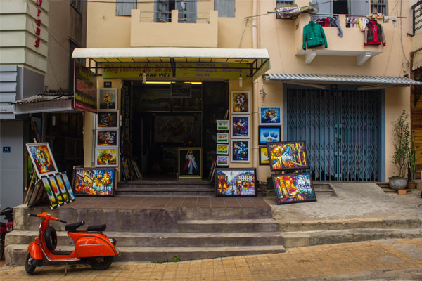 Картинная галерея в Далате.