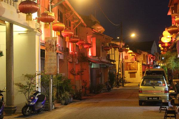 Чайнатаун ночью в Малакке.