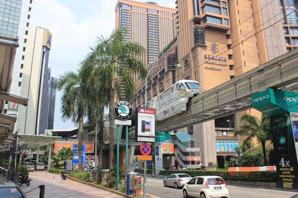Монорельсовая дорога в Центре Куала-Лумпура. Малайзия.