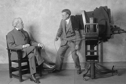 Сеанс съёмки в фотоателье. 1920-е годы