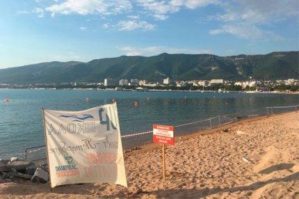 На пляжах Геленджика купаться запрещено