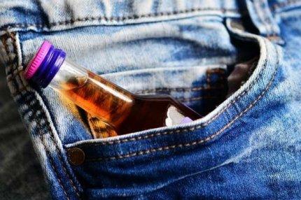 Алкоголь в кармане.