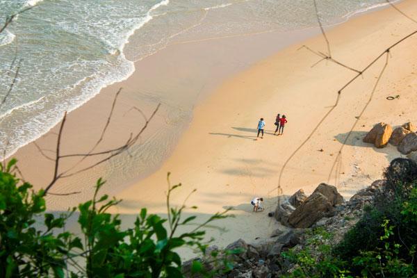 Пляж в окрестностях Куинёна.