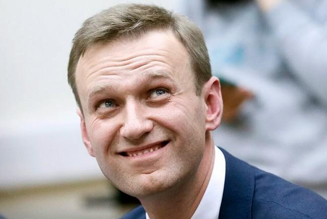 Оппозиционного политика Алексея Навального из медикаментозной комы