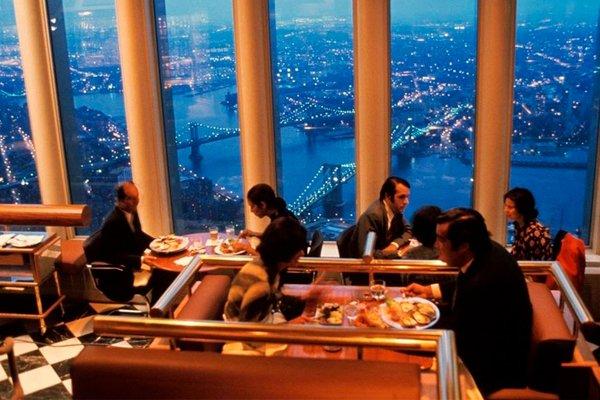 Ужин в ресторане «Окна в мир» на вершине Северной башни Всемирного торгового центра, Нью-Йорк, 1993 год