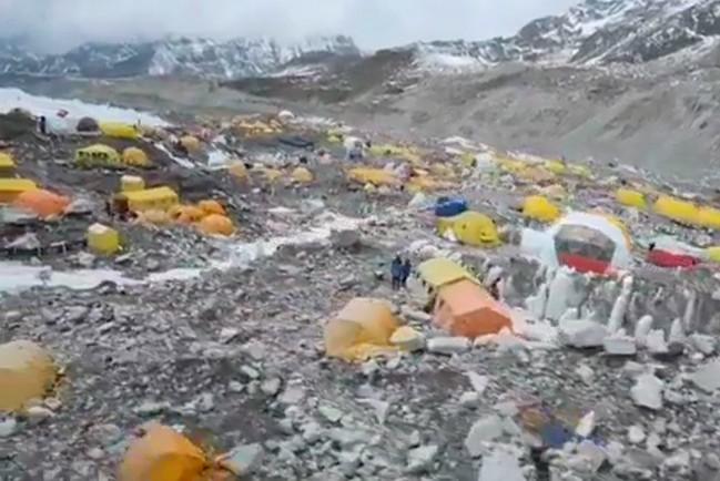 Вспышка COVID-19 на Эвересте