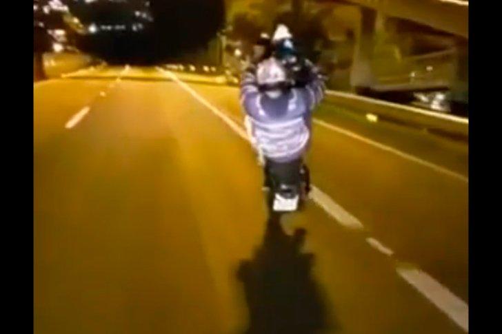 Бразильский мотоциклист выжил в страшном столкновении