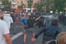 Не мирный белорусский протест