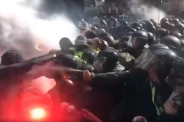 Столкновение Нацкорпуса и полиции на Майдане
