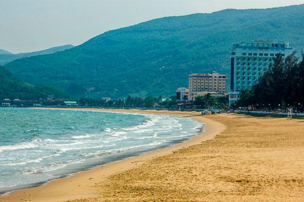 Многокилометровые пляжи Куинёна.