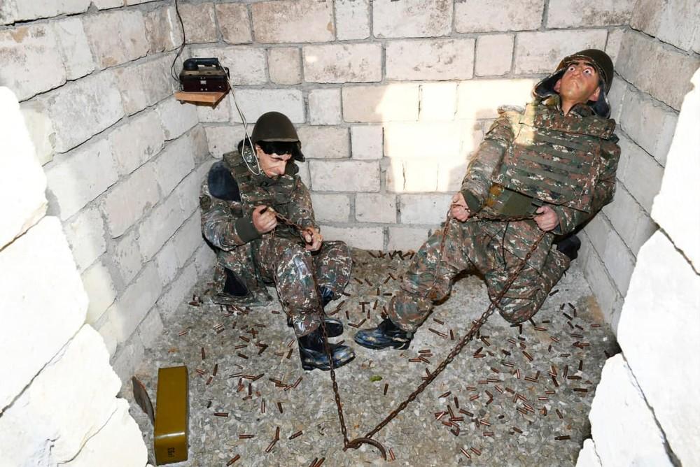 Прикованных цепью в бункере армянских солдат лица перекосило от страха
