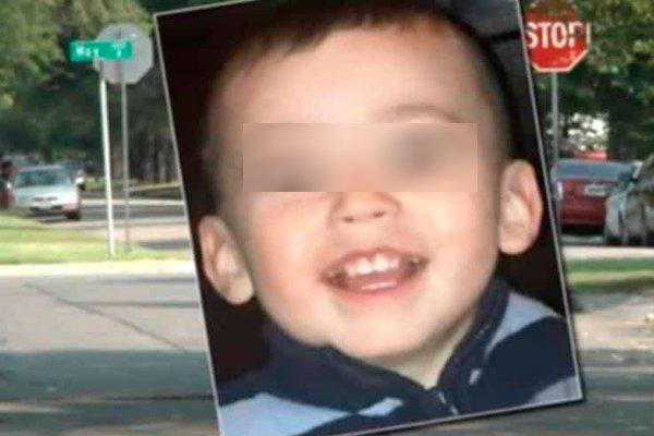 Трёхлетний мальчик Эвaн Бpюep, который погиб от издевательств своей матери и отчима