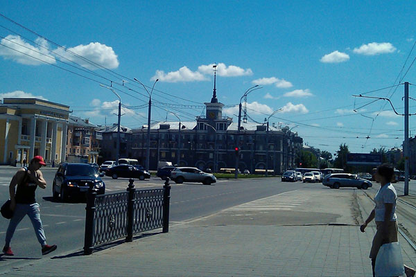 Проспект Ленина. Дом под шпилем. Барнаул.