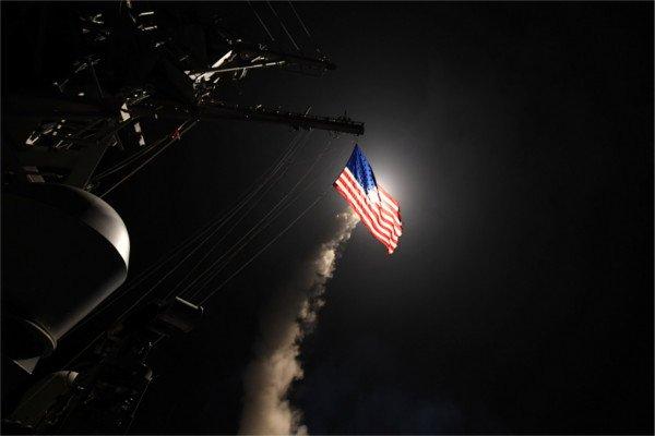 """Запуск ракеты """"Томагавк"""" с американского авианосца. Апрель, 2017."""