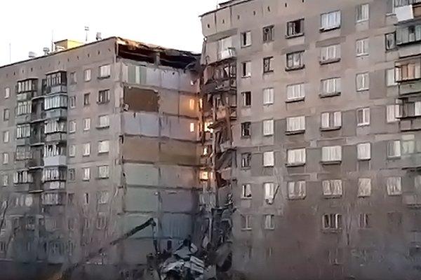 Обрушившийся подъезд 10-этажного дома в Магнитогорске