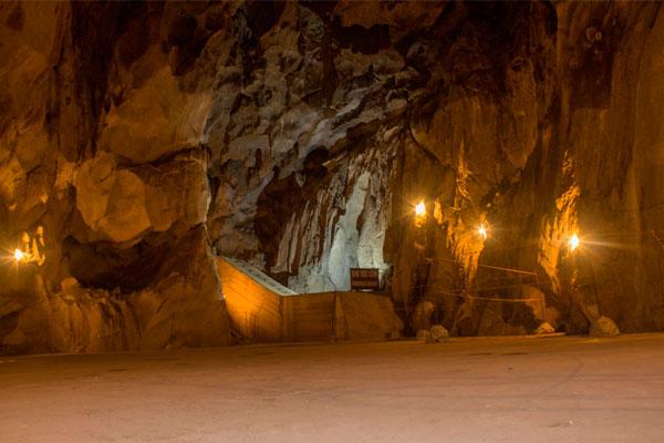 Остров Cat Ba. Hospital Cave.