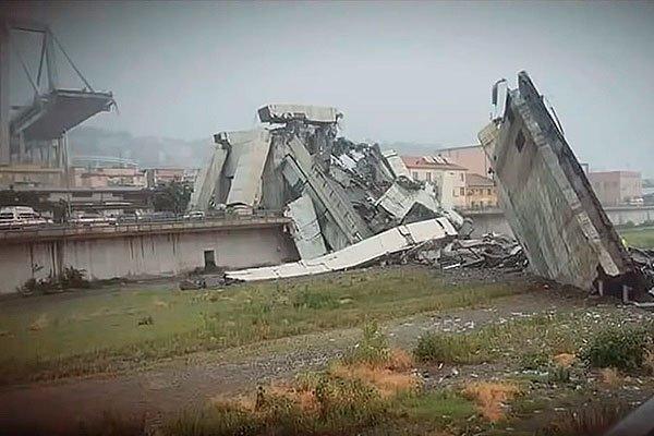 Секция автомобильного моста, которая обрушилась в городе Генуя