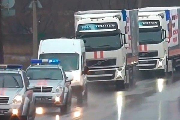 Автомобили с гуманитарной помощью для Донбасса