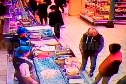 Мужчина убил посетителя магазина одним ударом