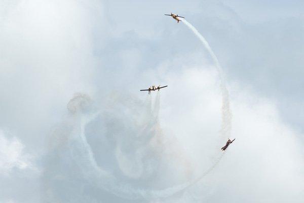 В небе Геленджика выступает пилотажная группа «Первый полёт»