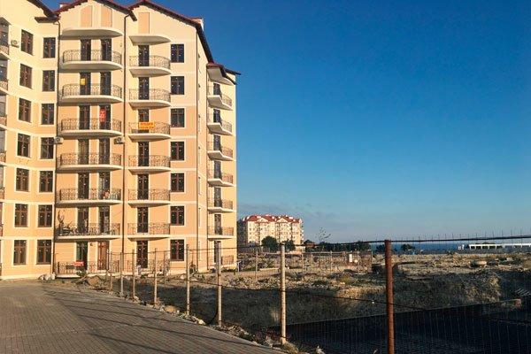 Въезд в жилой комплекс «Черноморский-2»