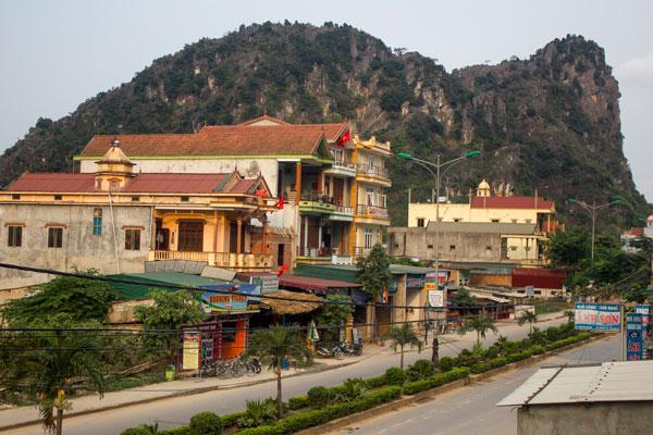 Вид на улицу в деревне Фоннья. Вьетнам.