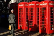 Знаменитые телефонные будки Великобритании.