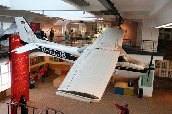Самолёт Cessna 172 Матиаса Руста, на котором он приземлился на Большой Москворецкий мост