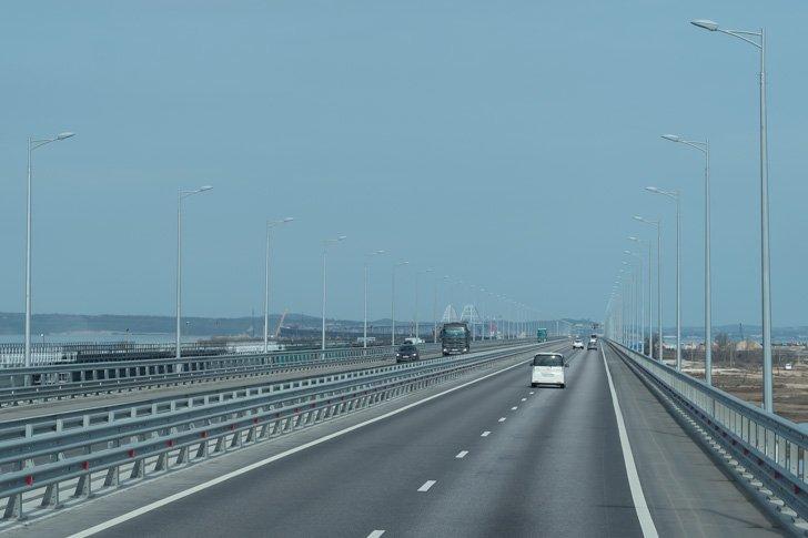 Движение по Крымскому мосту