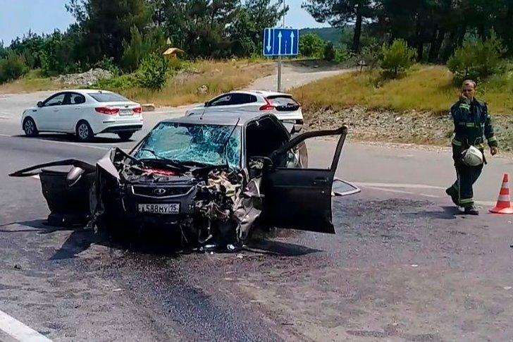 Лобовое ДТП на Сухумском шоссе, 4 человека в реанимации