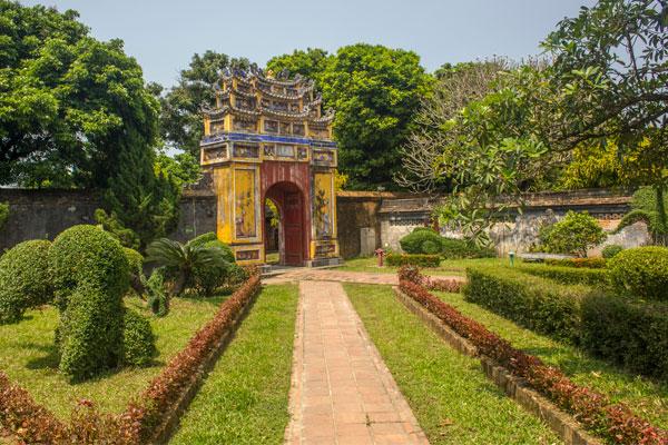 Сад. Императорская цитадель, г. Хюэ. Вьетнам.