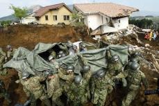В Японии ведутся поисковые работы после землетрясения.