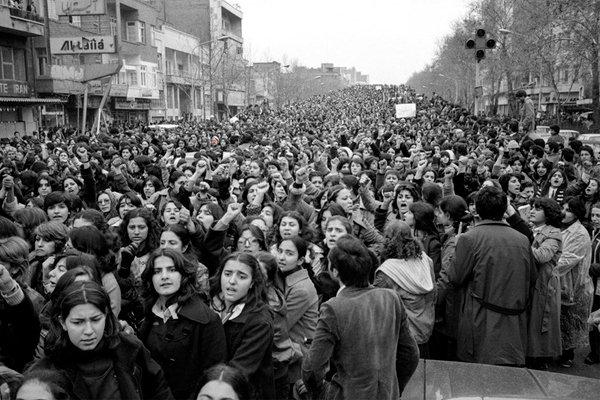 После революции в Иране женщины бастуют против принудительного ношения хиджаба, Иран, 1979 год