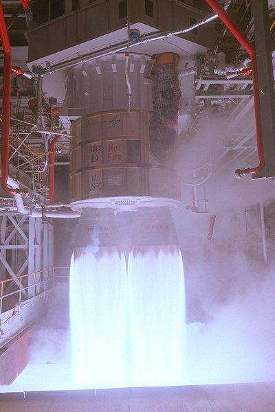 Двигатель РД-180 на испытательном стенде в Космическом Центре Маршалла (США)