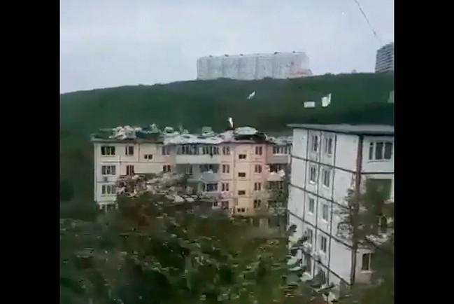В Приморье ветер срывает крыши с домов